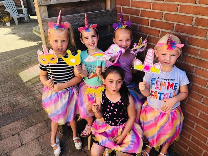 Feestdal: eenhoorn kinderfeest