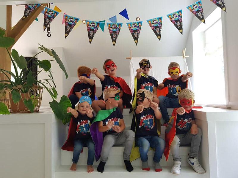 Feestdal: superhelden kinderfeest